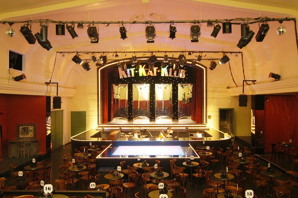 Theaterscheune Kit Kat Club Saal ohne Publikum