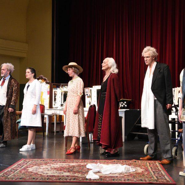 Staatstheater Cottbus EWIG JUNG Ein Songdrama von Erik Gedeon Szenenfoto Foto: Marlies Kross