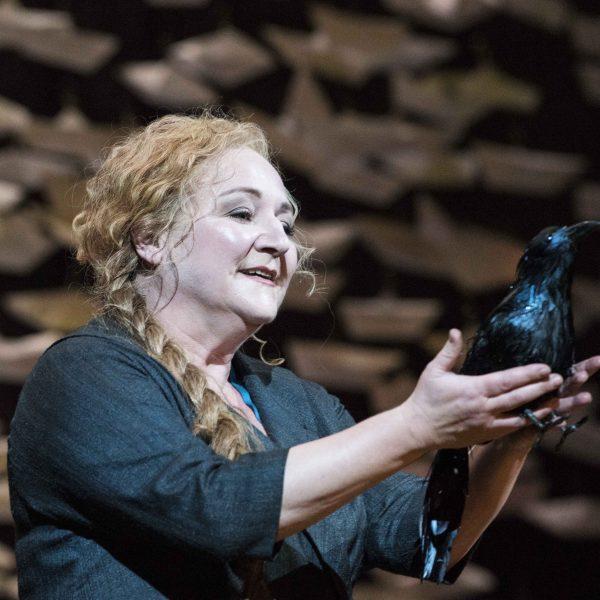 Staatstheater Cottbus DER FLIEGENDE HOLLÄNDER Romantische Oper von Richard Wagner Szenenfoto mit Gesine Forberger (Senta) Foto: Marlies Kross