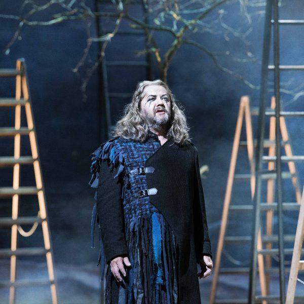 Staatstheater Cottbus DER FLIEGENDE HOLLÄNDER Romantische Oper von Richard Wagner Szenenfoto mit Andreas Jäpel (Holländer) Foto: Marlies Kross