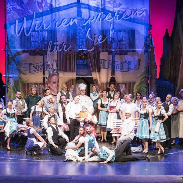 Staatstheater Cottbus IM WEISSEN RÖSSL Operette von Ralph Benatzky Szenenfoto Foto: Marlies Kross