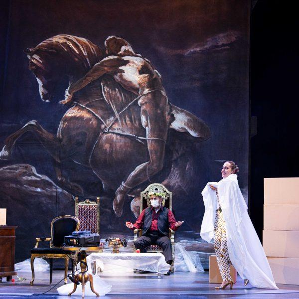 Staatstheater Cottbus MAZEPPA Oper in drei Akten von Pjotr I. Tschaikowski Szenenfoto mit Andreas Jäpel (Mazeppa) und Kim-Lillian Strebel (Maria) (Foto: Marlies Kross)