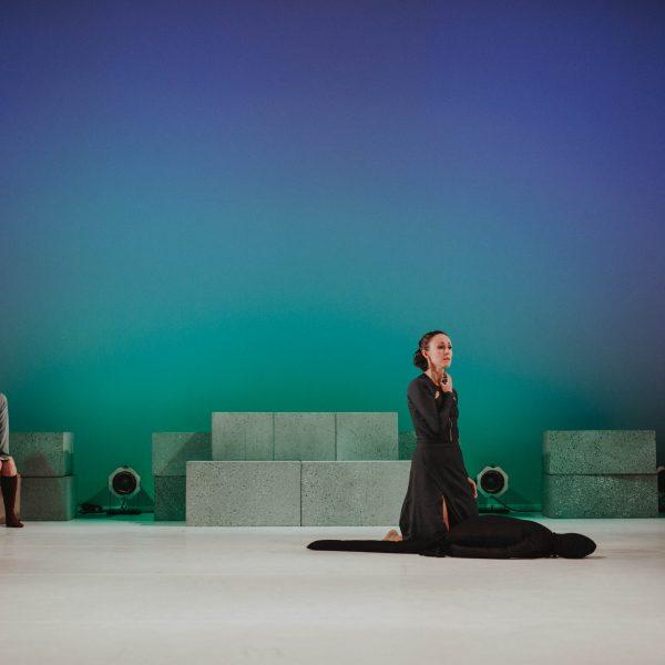 Staatstheater Cottbus NUR EIN WIMPERNSCHLAG ... Ballettabend von Oliver Preiß   Uraufführung Szenenfoto mit (v.l.n.r.): Andrea Masotti und Denise Ruddock (Foto: Claudia Bernhard)