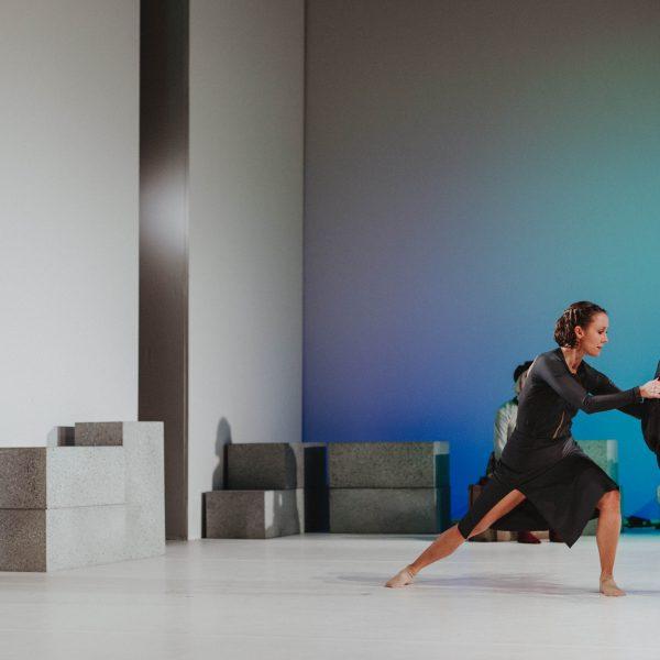 Staatstheater Cottbus NUR EIN WIMPERNSCHLAG ... Ballettabend von Oliver Preiß   Uraufführung Szenenfoto mit (vorn): Denise Ruddock (Foto: Claudia Bernhard)