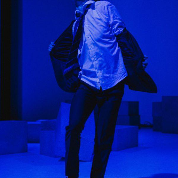 Staatstheater Cottbus NUR EIN WIMPERNSCHLAG ... Ballettabend von Oliver Preiß   Uraufführung Szenenfoto mit Stefan Kulhawec (Foto: Claudia Bernhard)