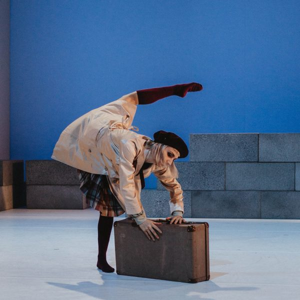 Staatstheater Cottbus NUR EIN WIMPERNSCHLAG ... Ballettabend von Oliver Preiß   Uraufführung Szenenfoto mit Andrea Masotti (Foto: Claudia Bernhard)