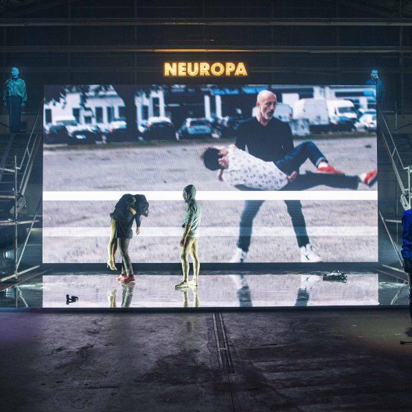 Eine Kooperation des Staatstheaters Cottbus mit dem Lausitz Festival ANTIGONE NEUROPA Performance zum deutsch-deutschen Nationalfeiertag von Filip Markiewicz und Ruth Heynen (Uraufführung) Szenenfoto Foto: Marlies Kross