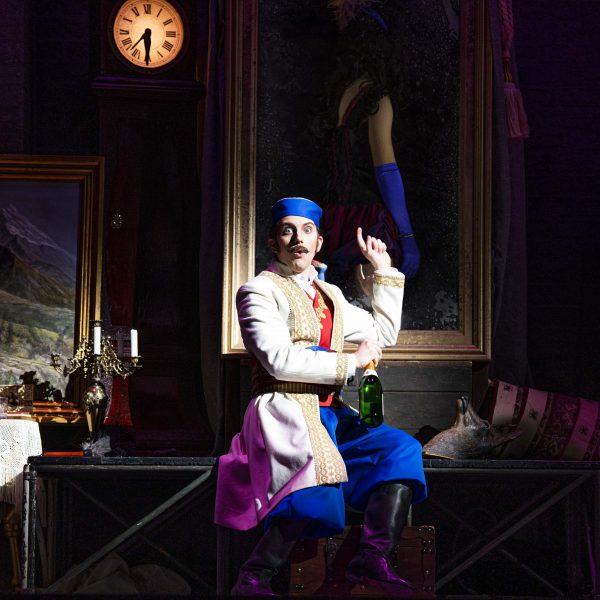 Staatstheater Cottbus DIE LUSTIGE WITWE Operette in drei Akten von Franz Lehár Szenenfoto mit Dániel Foki (Graf Danilo Danilowitsch) (Foto: Marlies Kross)