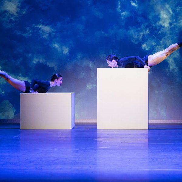 Staatstheater Cottbus SHAKESPEARES SONETTE Ein Ballettabend von Jörg Mannes (Uraufführung) Szenenfoto mit: Alessandra Armorina und Stefan Kulhawec (Foto: Marlies Kross)