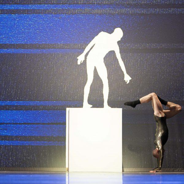 Staatstheater Cottbus SHAKESPEARES SONETTE Ein Ballettabend von Jörg Mannes (Uraufführung) Szenenfoto mit Alyosa Forlini (Foto: Marlies Kross)
