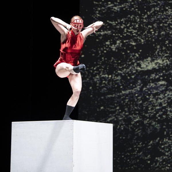 Staatstheater Cottbus SHAKESPEARES SONETTE Ein Ballettabend von Jörg Mannes (Uraufführung) Szenenfoto mit Emily Downs (Foto: Marlies Kross)