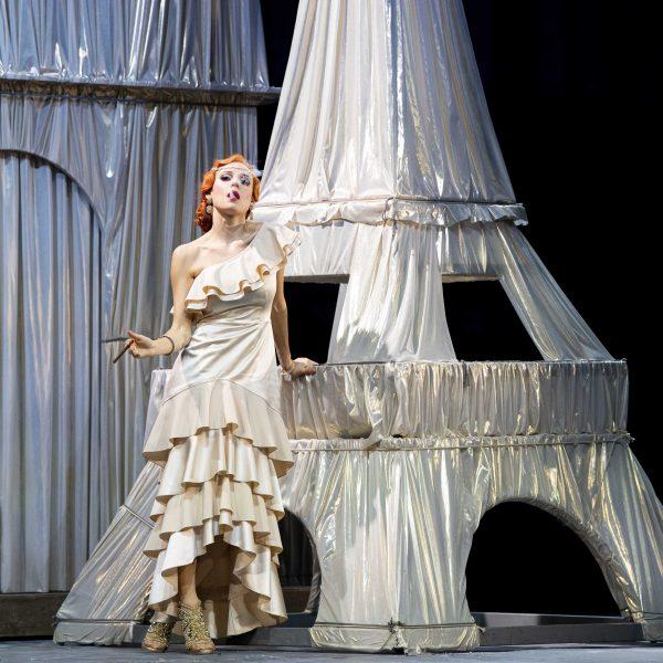 Staatstheater Cottbus DIE LUSTIGE WITWE Operette in drei Akten von Franz Lehár Szenenfoto mit Tanja Kuhn (Hanna Glawari) (Foto: Marlies Kross)