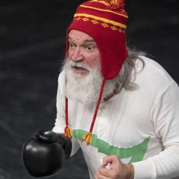 Staatstheater Cottbus Uraufführung ZORRO Eine moderne Heldengeschichte von Antonio Latella Szenenfoto mit Emilio De Marchi (Foto: Rainer Weisflog)