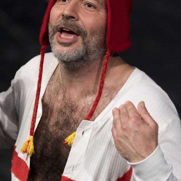 Staatstheater Cottbus Uraufführung ZORRO Eine moderne Heldengeschichte von Antonio Latella Szenenfoto mit Michele Andrei (Foto: Rainer Weisflog)